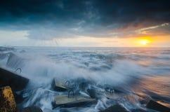 Molnig solnedgång på glagahstranden yogyakarta Fotografering för Bildbyråer