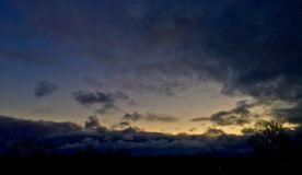 molnig soluppgång Royaltyfria Bilder