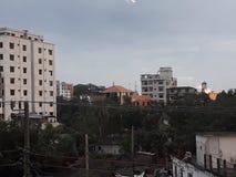 molnig stad arkivfoton