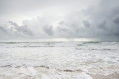 Molnig strand, innan att regna Royaltyfri Foto