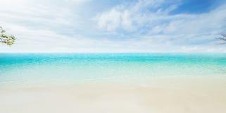 molnig tropisk havssky Royaltyfria Bilder