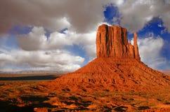 molnig utah för monumentskysolnedgång dal Royaltyfri Foto