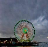 Molniga himlar Ferris Wheel Seattle arkivfoto