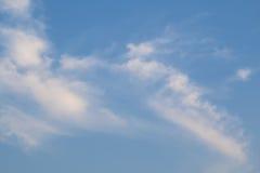 Molniga himlar under dagen Arkivfoton
