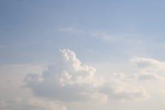 Molniga himlar under dagen royaltyfria foton
