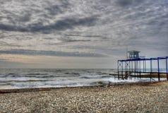 molniga over skies för strand Arkivbild