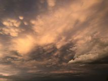 molniga skies arkivbilder