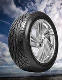 molnigt över hjulet för kantskystål Arkivbilder