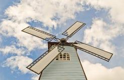 molnigt över skywindmillen Royaltyfria Bilder
