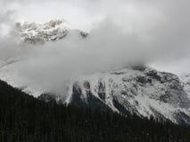 molnigt berg Arkivfoto