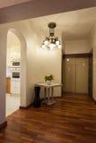 Molnigt hem - korridor arkivbild