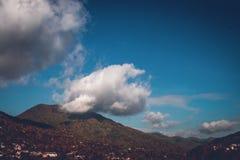 Molnigt i bergen Fotografering för Bildbyråer