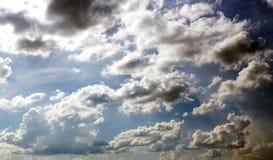 Molnigt med blå himmel Royaltyfri Foto