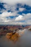 molnigt storslaget liggandeväder för kanjon Royaltyfri Foto