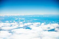 Molntextur och blå himmel Arkivfoton