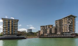 Molo costruzione residenziale ed al minuto uno nel porto di Darwin Australia fotografia stock libera da diritti