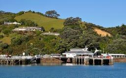 Molo del traghetto dell'isola di Waiheke, Auckland, Nuova Zelanda Fotografia Stock Libera da Diritti