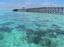 Molo di legno, isola di Mabul Fotografia Stock Libera da Diritti