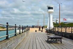 Molo di Littlehampton & faro, Sussex, Regno Unito fotografia stock libera da diritti