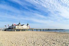 Molo i plaża Ahlbeck przy Baltic Fotografia Stock