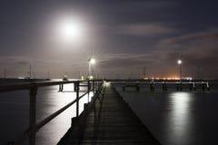 Molo illuminato dalla luna Immagini Stock Libere da Diritti