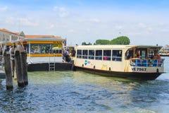 Molo jawne miasto podróży łodzie w Wenecja Obraz Royalty Free
