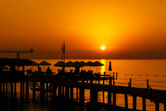 Molo kurortu sylwetka przy wschodem słońca Fotografia Stock