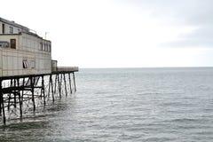 molo na choppy morzu Fotografia Royalty Free