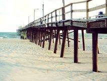 Molo przy Atlantyk plażą, Pólnocna Karolina Fotografia Royalty Free