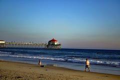Molo przy Huntington plażą Kalifornia zdjęcie royalty free