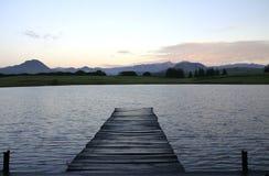 Molo sul lago Fotografie Stock Libere da Diritti