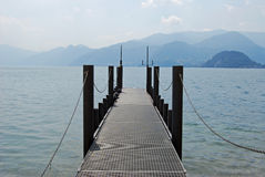 Molo sul lago Como, Italia Fotografia Stock Libera da Diritti