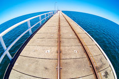 Molo w błękitnej ocean wodzie z fisheye horison Obraz Royalty Free