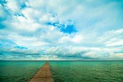 Molo w tropikalnym morzu Fotografia Royalty Free