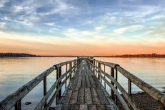 Molo w zmierzch na jeziornym Chiemsee Zdjęcia Royalty Free