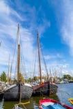 Molo z starymi łodziami w Harlingen Fotografia Royalty Free