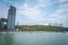 Molo z widokiem Pattaya miasto Podpisuje wewnątrz Południowego Pattaya, Tajlandia obraz stock