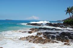 Molokini dalla spiaggia di cerimonia nuziale immagini stock