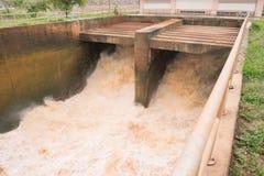 Molta acqua è liberata Fotografia Stock Libera da Diritti