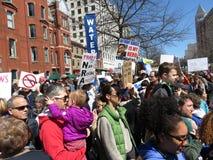 Molta gente a marzo per raduno di vite Fotografia Stock Libera da Diritti