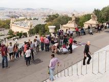 Molta gente sulla collina di Montjuïc Immagini Stock
