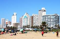 Molta gente sulla spiaggia a Durban Sudafrica Fotografia Stock Libera da Diritti