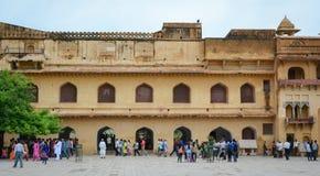 Molta gente visita Amber Fort a Jaipur, India Fotografia Stock Libera da Diritti