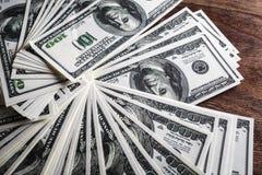 Molte 100 banconote in dollari Fotografia Stock