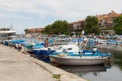 Molte barche Nassebar bulgaria pilastro fotografia stock