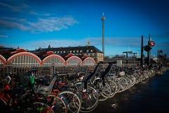 Molte biciclette parcheggiate a Copenhaghen, Danimarca Fotografia Stock