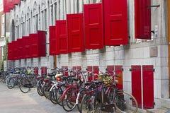 Biciclette in un parcheggio Fotografie Stock Libere da Diritti