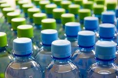 Molte bottiglie di acqua pulita Fotografia Stock Libera da Diritti