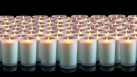 Molte candele di bianco su un fondo nero Immagine Stock Libera da Diritti
