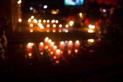 Molte candele nella chiesa Fotografie Stock Libere da Diritti